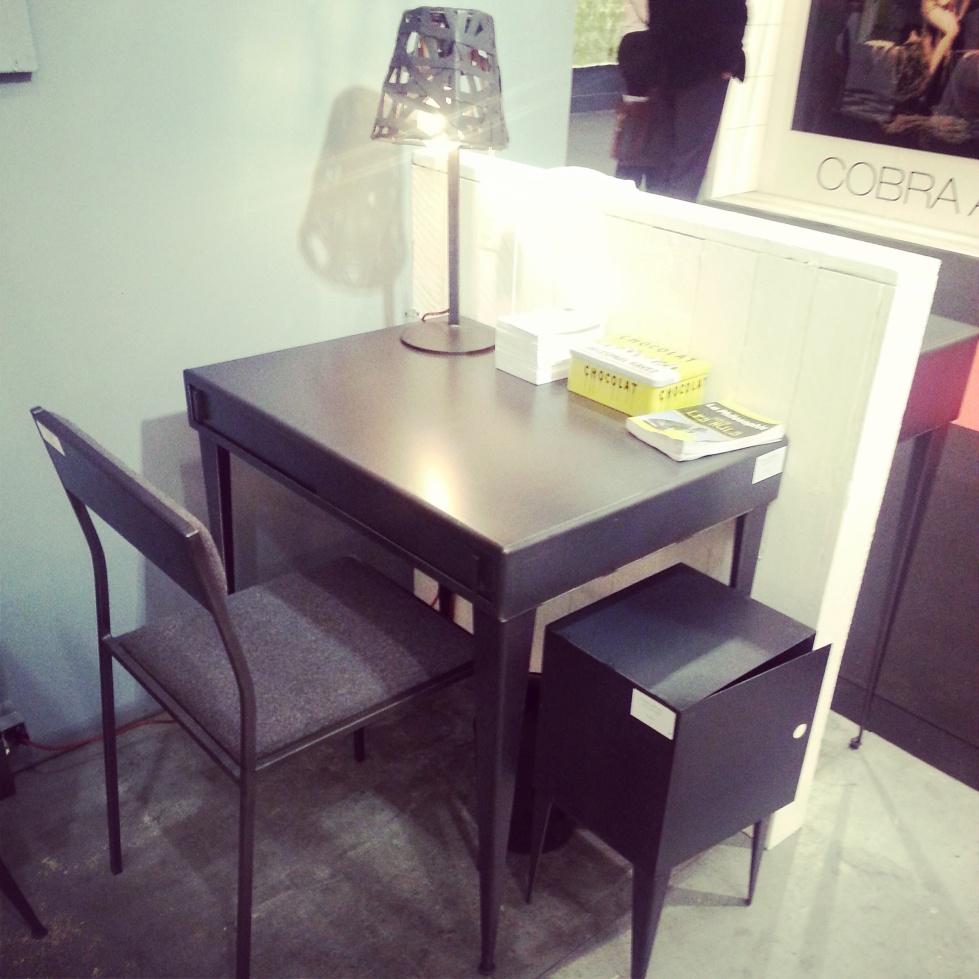 Table en acier, de la marque belge Steele (fabricant de meubles sur mesure)