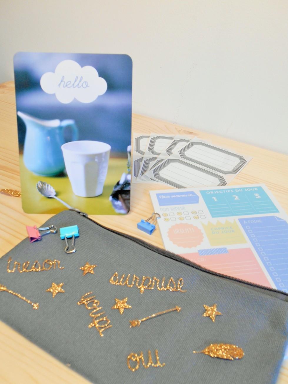 Fournitures de bureau, la box papeterie Saperlipapier avec trousse, bloc-notes, etiquettes, crayon...