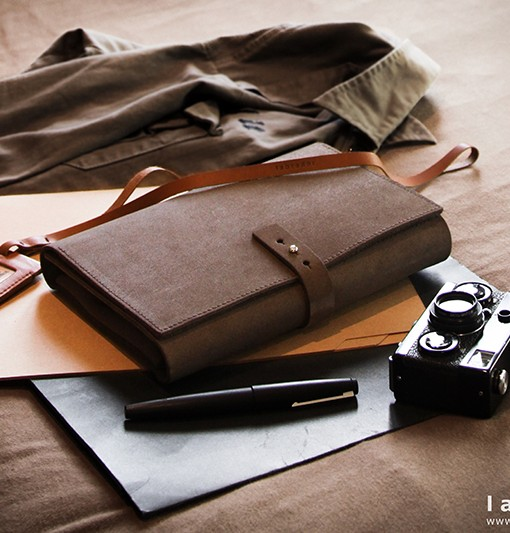 porte-carnet-cadeaux-homme-femme-cuir-lakange-labrador-design-affaire-trousse-carnet-de-note-organiser-510x533
